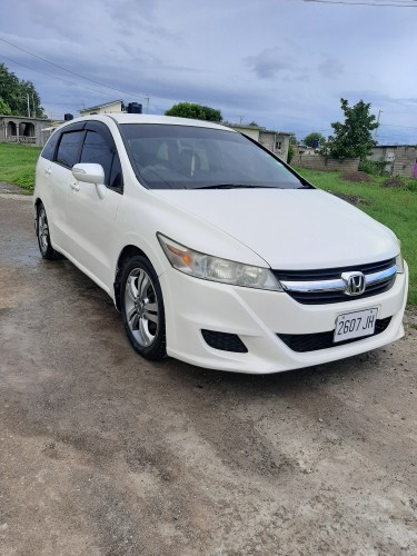 For Rent: 2010 Honda Stream