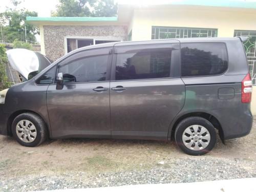 Van Toyota Noah 2011