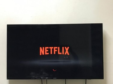 Samsung 43 Inch 4K SMART Television (Like New)