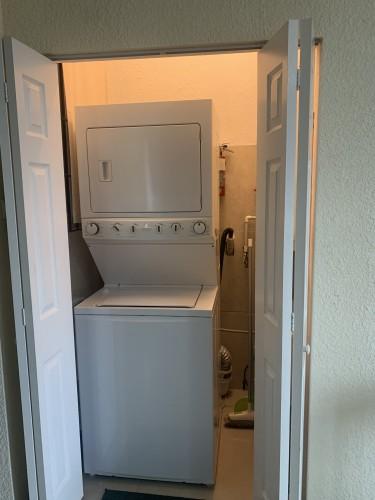 1 Bedroom 1.5 Bathroom Apt