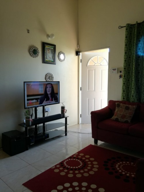 Spacious 2 Bedroom/1bathroom House For Rent.