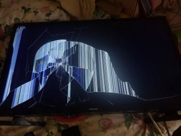 Damaged Samsung 32 Inch TVs