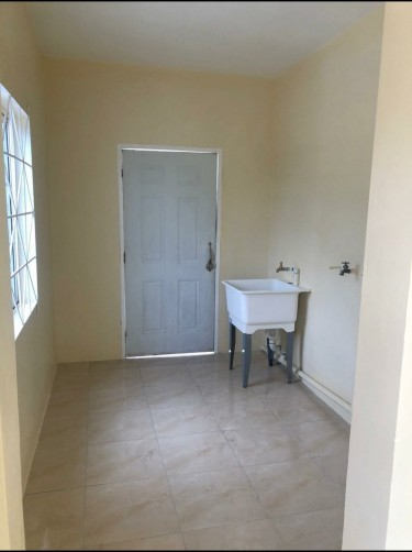 2 Bedroom 1 Bath Apt- Patrick Gdns
