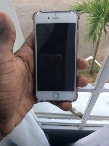 Iphone 6 64 Gig With 3 Cases No Fault