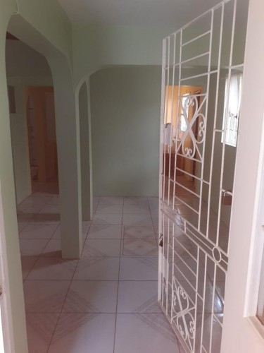 2 Bedrooms 1 Bathroom House