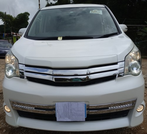 Toyota Noah G's 2011 New Import