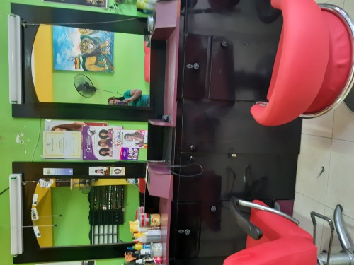 Barber /Nails And Hair Stations For Rent