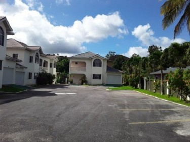 3 BEDROOM TOWNHOUSE FURNISHED FOR RENT