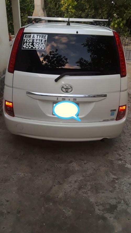 2010 Toyota Isis