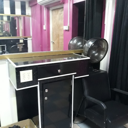 Hair&nail Boothe For Rent
