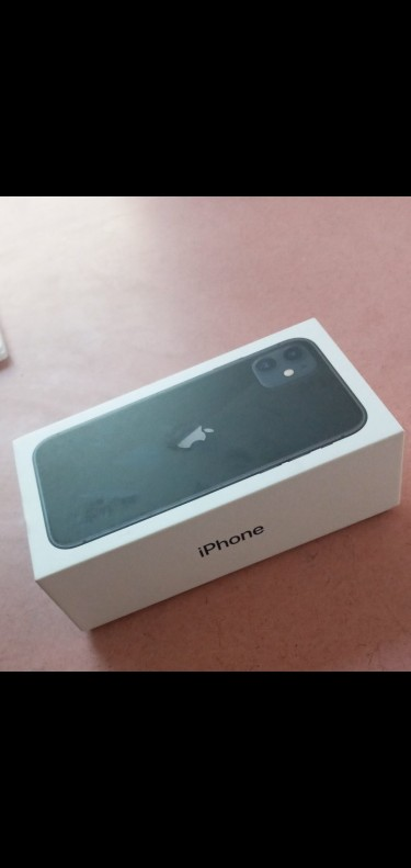 BNIB IPHONE 11 256GB ALL ACCESORIES