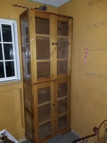 Cabinet/Glass Case