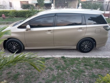 2013 Toyota Wish (Gold)