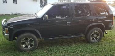 1993 Nissan Pathfinder (Black)