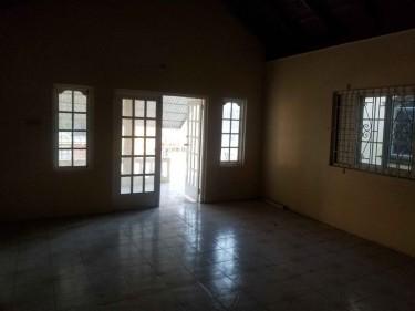 Large 2 Bedroom Home Own Light & Water Meter