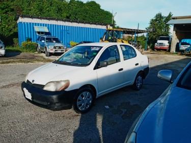 2001 Toyota Yaris/Platz
