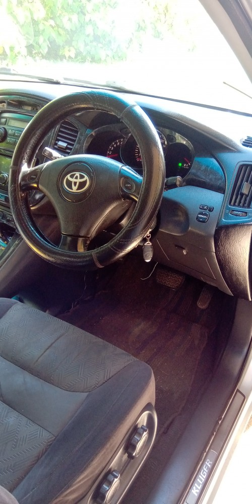 Toyota Kluger (2001)