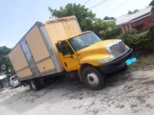 Universal Box Truck 2006