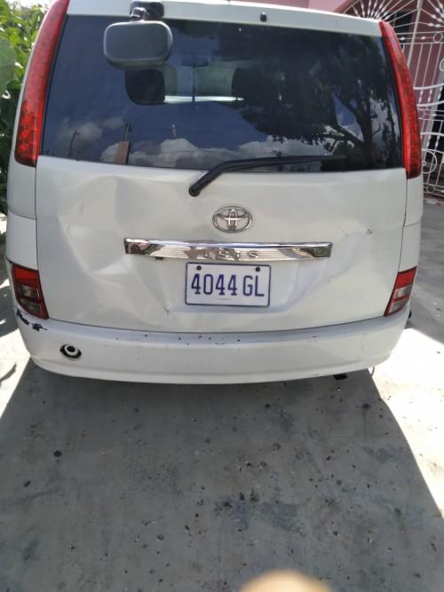 Toyota Isis 2007