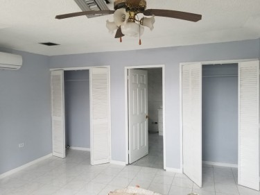 Centrally Located 2 Bed W/Attic 3 Bath Townhouse