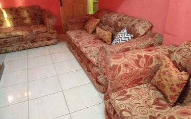 3 Piece Settee In Good Condition