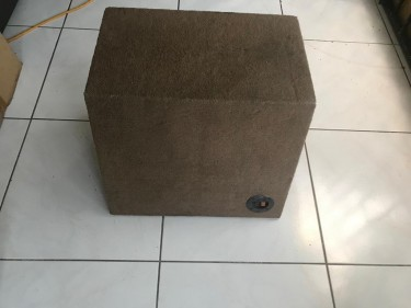 12 KICKER SPEAKER IN BOX