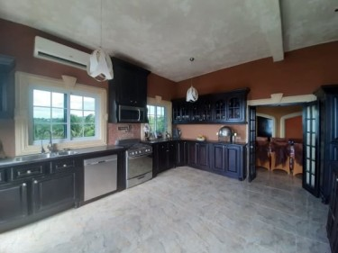 15 Bed 13 Bath Resort -Yardley Chase(Lovers Leap)