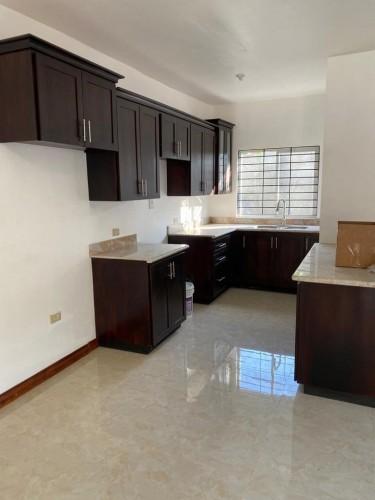 2 Bedroom, 2 1/2 Bath, Living, Kitchen, Washroom