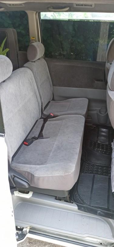 Toyota Voxy 05