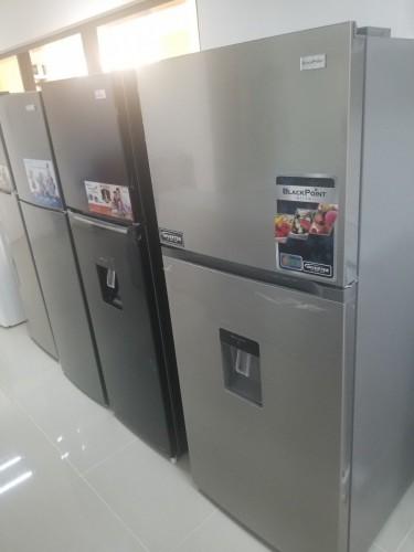 12 CB Blackpoint Refrigerator