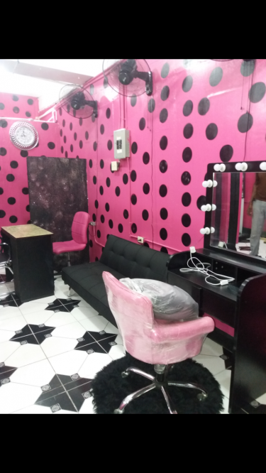 1 Nail Tech & 1 Makeup Space For Rent