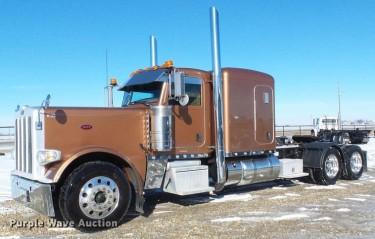 2015 Peterbilt 389 Semi Truck