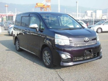Toyota Voxy 2013 Purple