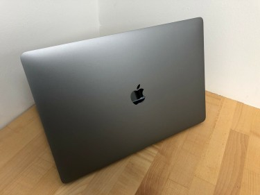 Apple Macbook Pro New In Box With All Accessories