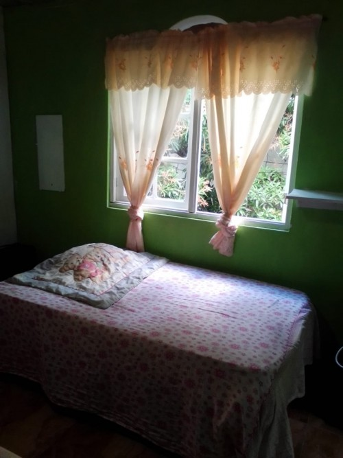 Share 1 Bedroom For Young Females