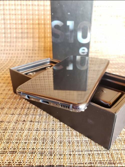 BRAND NEW IN BOX SAMSUNG GALAXY S10e
