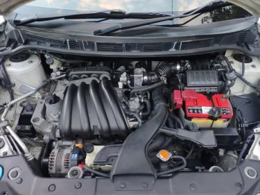 White Nissan Tiida E4WD