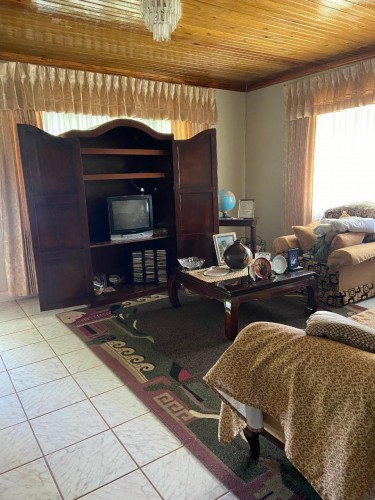 5 BEDROOM HOUSE ON 1/2 ACRE OF LAND