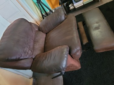 PRE-OWNED Brown Recliner