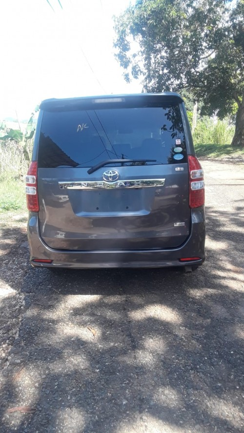 Tayota Noah Vans & SUVs Maggotty