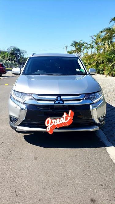 2019 Mitsubishi Outlander Vans & SUVs Kingston 10