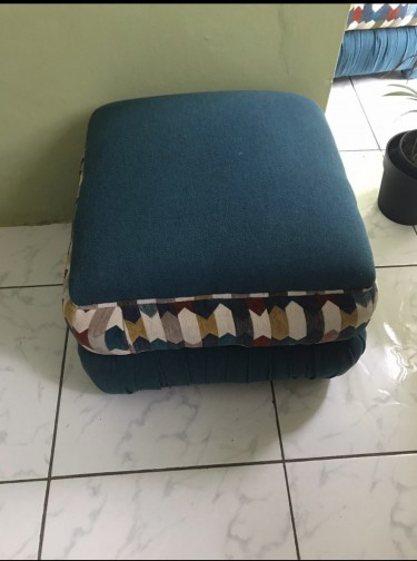 2 Queen Size Hassock/Ottomon (Negotiable)