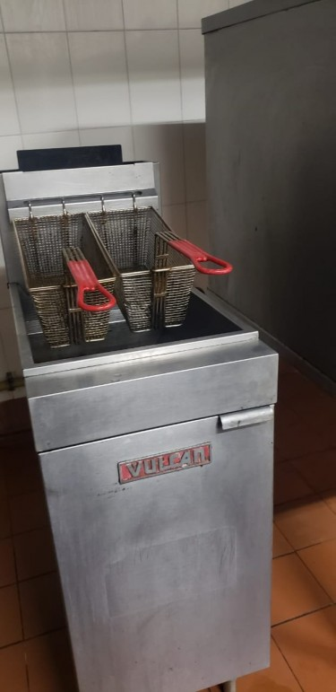 Double Commercial Deep Fryer.Great For Fish Fry