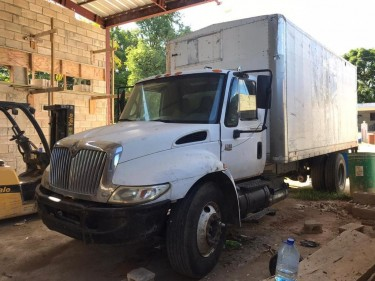 2006 International Box Truck