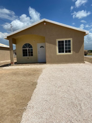 2 Bedroom House Located In Phoenix Park, Portmore