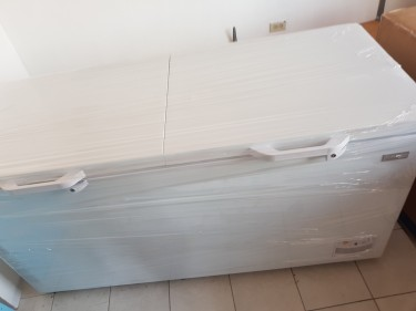 Freezer  (Brand New) (22 Cubic Foot)