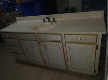 Bathroom Vanity Unit  (plus 24 Inch Mirror)
