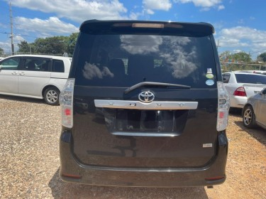 2011 TOYOTA VOXY ZS (New Import)