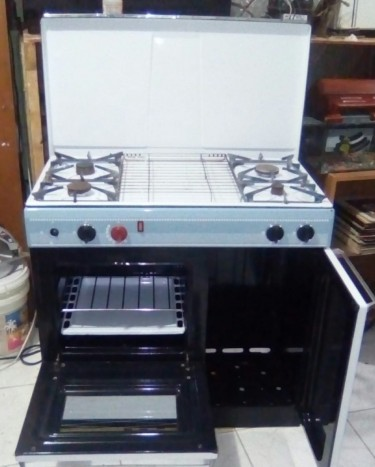 4 Burner Gas Stove With Hideaway Cylinder Area