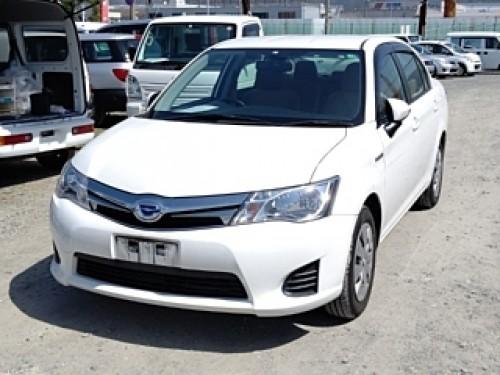 Toyota Corolla Axio Hybrid 2015 $5,500 USD